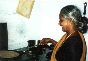 Sorja Amma preparing a dosa.